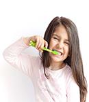 چطور کودکانمان را ترغیب به مسواک زدن کنیم؟