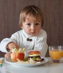 آداب غذا خوردن را چگونه به کودکان یاد دهیم؟