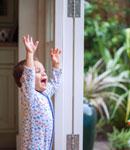 چرا دکترها می گویند خانه کثیف برای بچه خوب است؟