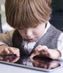 بازی کودک با تبلت، چقدر استفاده کند؟